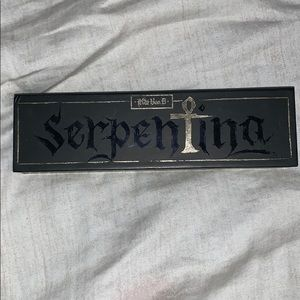 Limited Edition: Kat Von D Serpentina palette